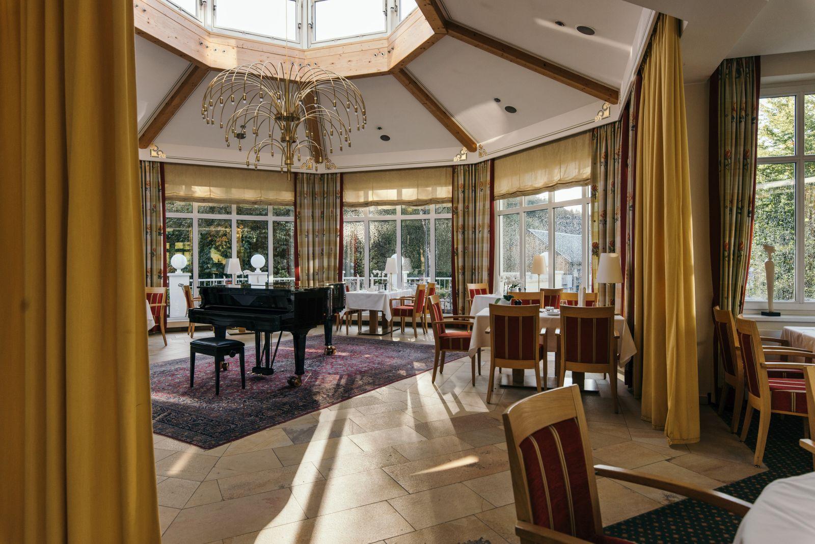 Wintergarten-Restaurant mit Flügel im Hotel Deimann