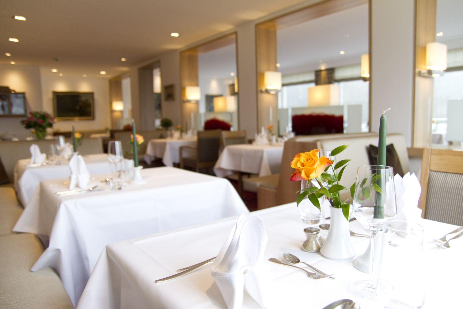 gedeckter Restauranttisch im Detail im Jagdhaus Wiese