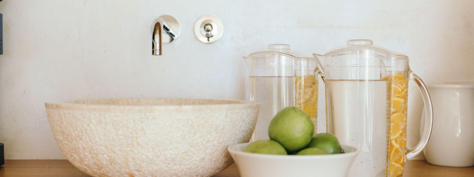 Zitronenwasser und Äpfel für die Basenfastenwoche im Jagdhaus Wiese